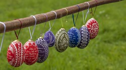Colouring Easter eggs using natural materials