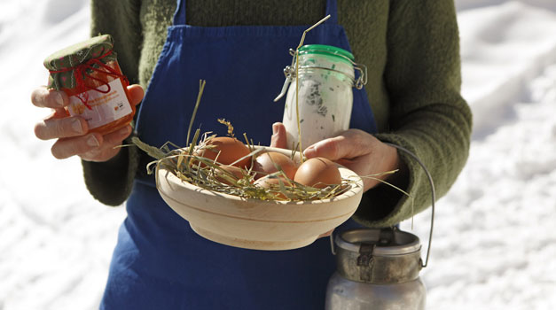 Do you fancy a farmhouse breakfast? Eggs from happy hens, fresh milk right from the milking stalls and home-made jams…