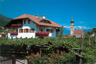 Haus Schwabl - St. Pauls  - Eppan a. d. Weinstraße - Farm Holidays in South Tyrol  - Bozen and surroundings