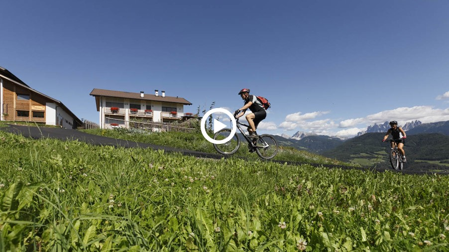 Video: Holidays on a mountainbike farm
